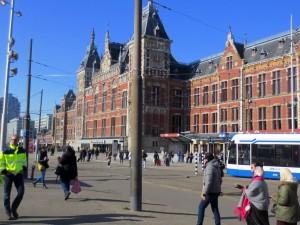 Amsterdam Hauptbahnhof- Anreise nach Amsterdam